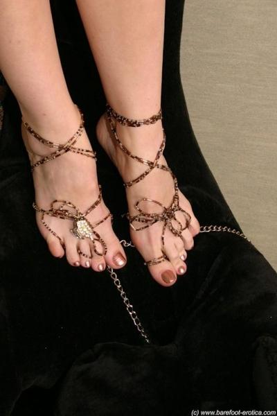 красивые девушки с ногами и как их целуют
